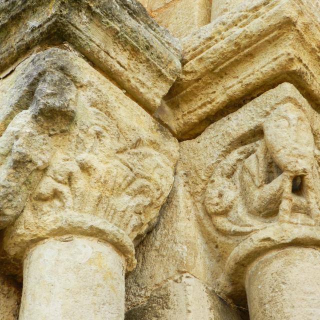Détails chapiteaux sculptés église de Nogent le Bernard