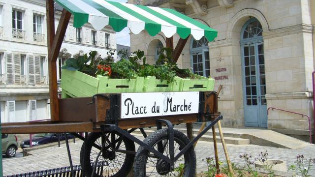 dco-charette-devant-le-thatre.jpg