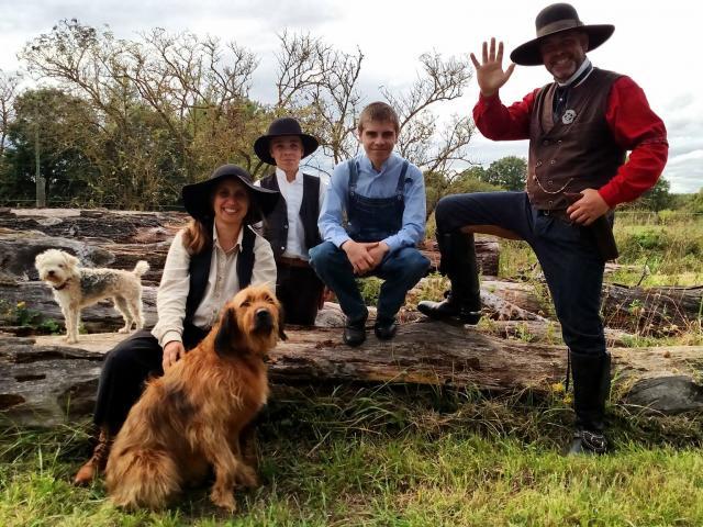 Kate, Garrett et leurs enfants, les propriétaires de La Valise à Cheval
